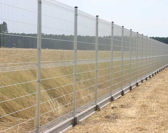 Hot dip galvanized high security fence
