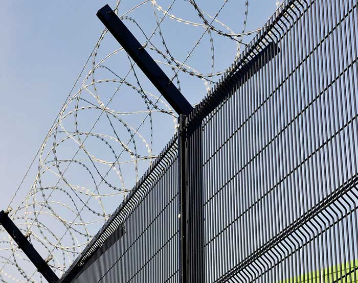 Vertical mesh high security fence
