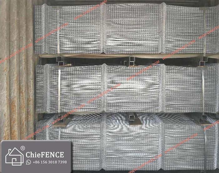 Hot dipped galvanized welded mesh fence