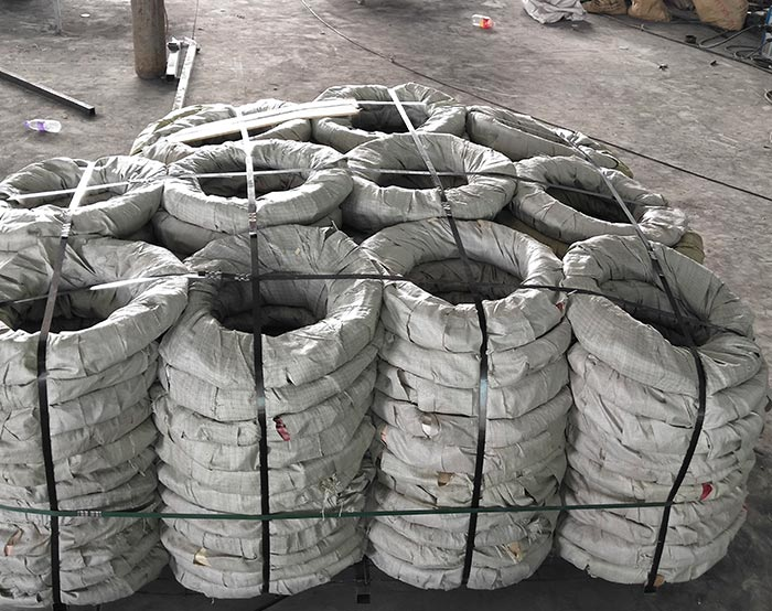 Pallet loading razor wire