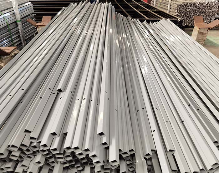 Rails for installed type picket weld