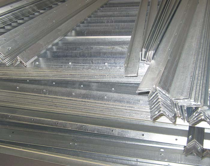 Angle shape horizontal rails